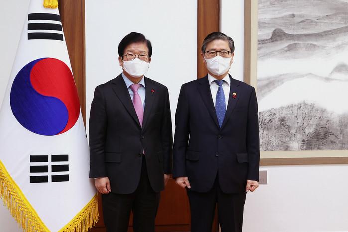 """안전 문화와 지역 경제에 대한 시선 박병석 국회 의장,""""양도세 완화는 시장의 신호가 아니다"""""""